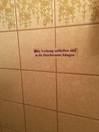 Drobollach am Faakersee, Österrike: Unvorstellbar abgewirtschaftet dieses Hotel!!! Die Zimmer eng und muffig. Auf keinen Fall dem Pr
