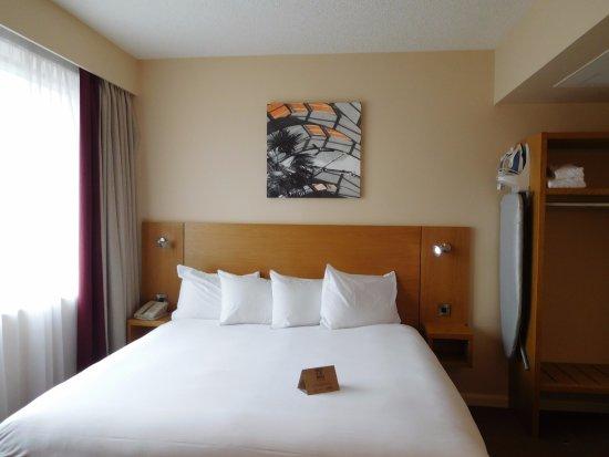 Jurys Inn Sheffield: Bed