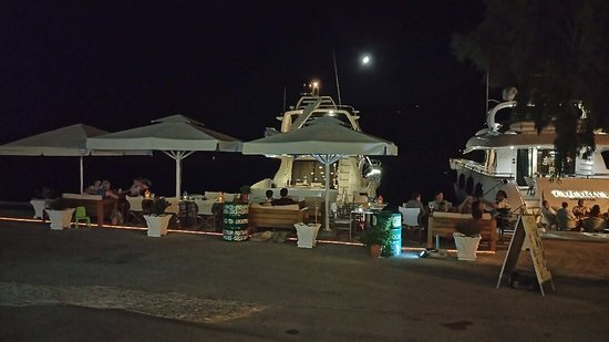Vasiliki, Greece: This summer we are near the sea. we waiting for you to enjoy here the nice drinks and cocktails.