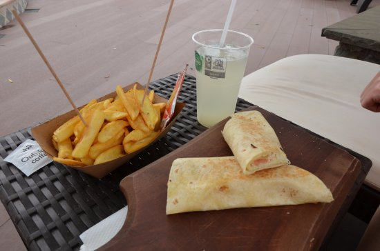 Hotel Tomi: sehr gute Snacks am Pool