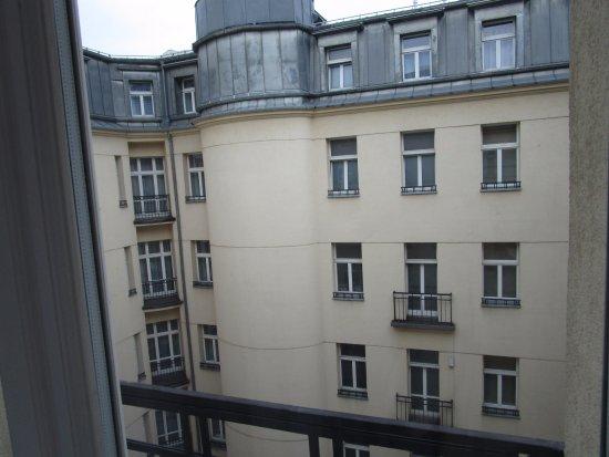 Polonia Palace Hotel: chambre 619 donnant sur la cour