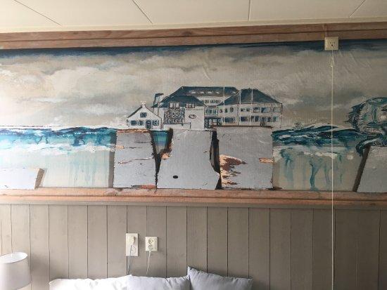 Hotel Oostergoo: Leuke kunst boven hoofdeinde!!