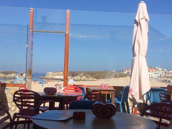 3House Beach Bar: Espaço fantástico à beira da praia! Grande diversidade de pratos rápidos tal como a praia pede!