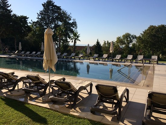 Paco de Arcos, Πορτογαλία: Une grande piscine non chauffée !