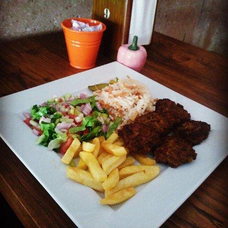 Mustafapasa, Tyrkiet: köfte servis menü