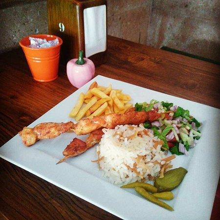 Mustafapasa, Turcja: tavuk şiş menü