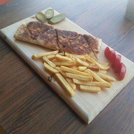 Mustafapasa, Turcja: tavuklu garnitürlü paneli börek