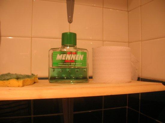 Hennebont, France : Après rasage « Mennen », la vraie, l'originale, celle de mon père des années 80 !