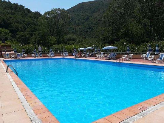 Piscina acqua fredda picture of piscine termali luval terme di suio tripadvisor - Acqua orecchie piscina ...