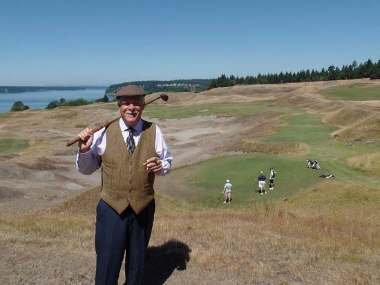 University Place, WA: This green is about 100 feet below the hilltop where you tee off