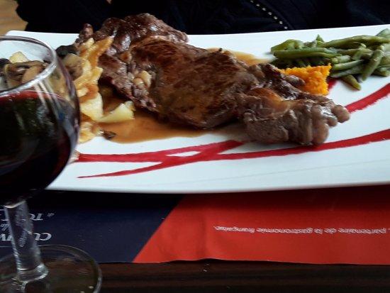 Riberac, France: Le plat, entrecôte, (menu à 30,50 €).
