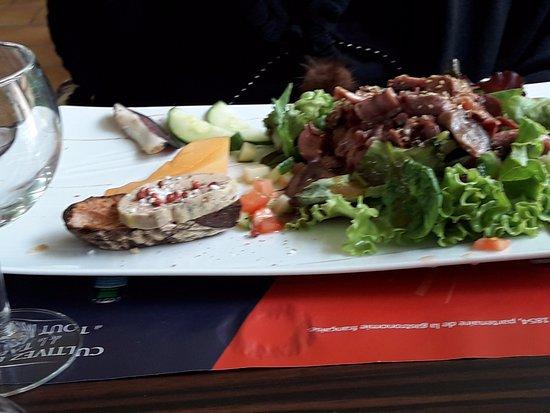 Riberac, France: L'entrée, salade de gésiers .