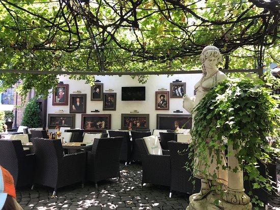 MON CAPRICE PUB GRILL & LOUNGE, Galati Ristorante
