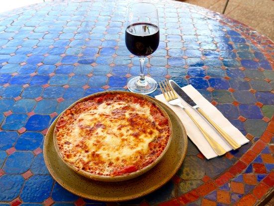 Gruner Baum: Hausgemachte vegetarische Lasagne gefüllt mit Zucchini, Sellerie, Karotten, Tomatensauce  und Pa