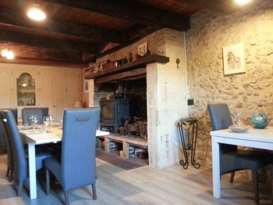 Saint-Astier, Frankrijk: La petite mais belle salle de l'auberge