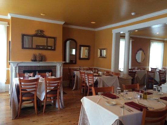 Lewisburg, PA: Elizabeth's main dining room