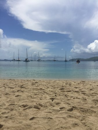 Water Island, St. Thomas: Dinghy's Beach Bar and Grill