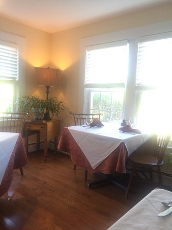 Mendon, Βερμόντ: Bright and cheery breakfast room