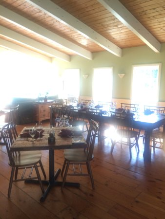 Mendon, VT: Dining room, closed during our stay