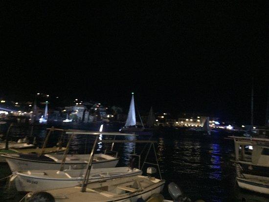 Postira, Kroatien: Una serata speciale in un luogo di straordinaria qualità. Sofisticato con la musica dal vivo str