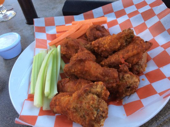 Fish Camp, CA: Chicken wings