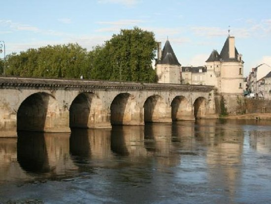 Chatellerault, France: Le pont Henri IV.