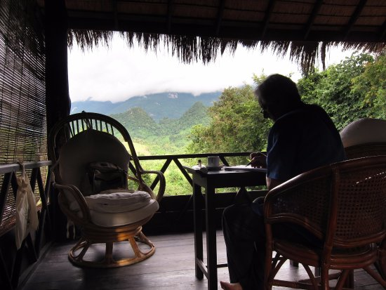 Ban Xieng Lom, Laos: Writing in the library, at the top of the main bungalow