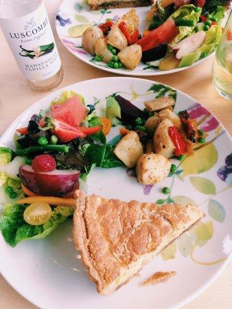 Lustleigh, UK: Veggie tart and salad.