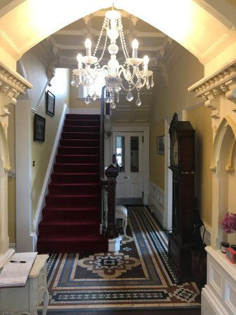 Ashmount Country House: Beautiful Entrance Hall