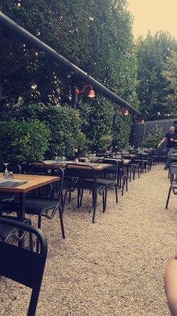 Le Chesnay, Frankrijk: Snapchat-593651564_large.jpg