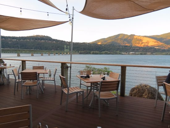 Riverside: Beautiful views from your table