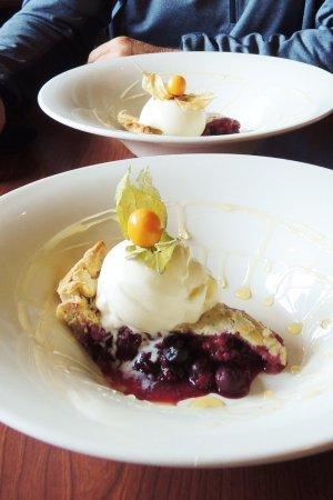 Truffle Pigs Bistro & Lounge: Berry Pie