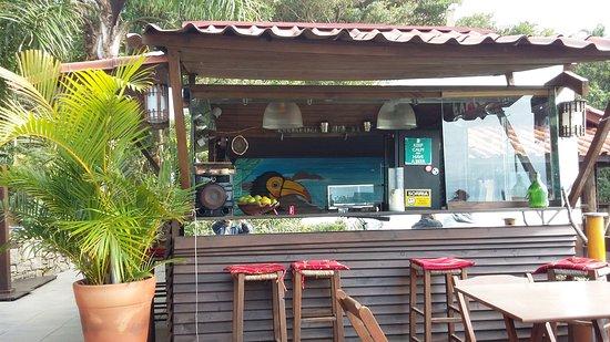 Hostel Albergue Explorer: Barzinho no deck do Hostel Explorer
