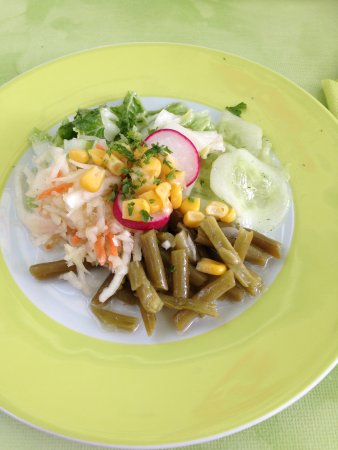 Meerane, Германия: Der Salat - optisch ganznett aber hauptsächlich Konserven