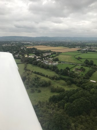 Staverton, UK : I literally flew over the hotel when flying into Cheltenham Airport!!!