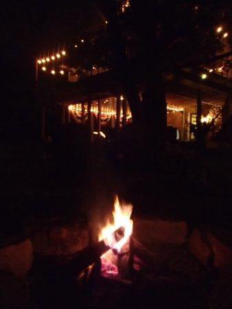 Columbia, بنسيلفانيا: Our fire under the moon.