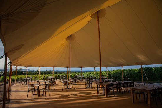 Wolfville, Canadá: Sperry Sailcloth Marquee Tent
