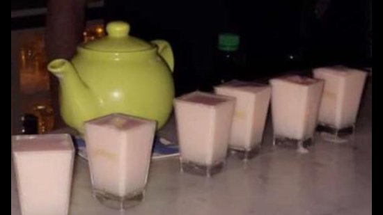 Kinnitty, Irlanda: New cocktail menu ;-) and shots 😘😘