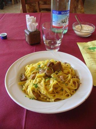 Monte san Martino, Italy: Tagliatelle con i funghi