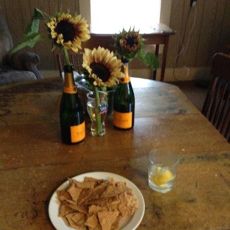 Pinestead Farm Lodge: Flowers from Reggie Tarr's Tarrnation Farm in Sugar Hill.