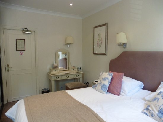 Ascot House Hotel Harrogate: Very large comfortable bed, in a room that was not cramped.