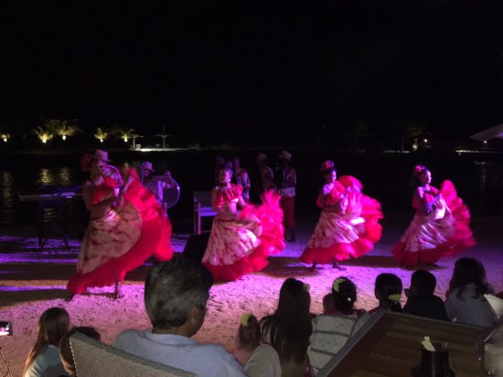 InterContinental Mauritius Resort Balaclava Fort : Sega dancers perform on the beach during an evening show