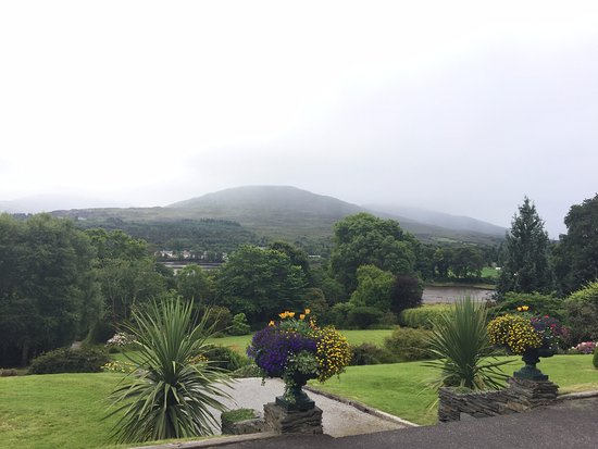 Kenmare, Irlandia: View from Hotel of Park