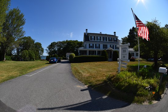 View of Harpswell Inn from street