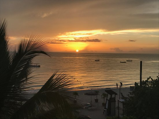 Sandy Haven Resort: Sunset view from our room