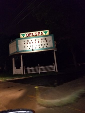 Vineland, NJ : Entrance to Drive-In