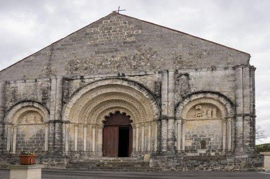 Chalais, France: eglise romane