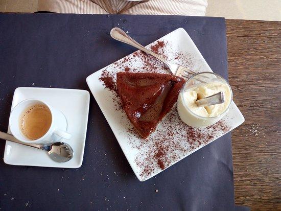 Cassago Brianza, Italia: torta cioccolato e pere