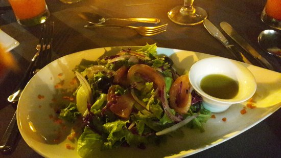 Buzz Seafood and Grill: salade buzz