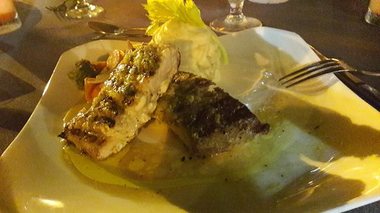 Buzz Seafood and Grill: poisson
